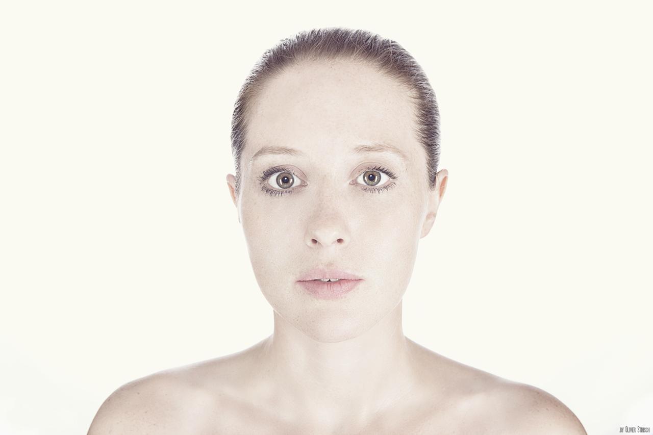 Miriam - Highkey Portrait